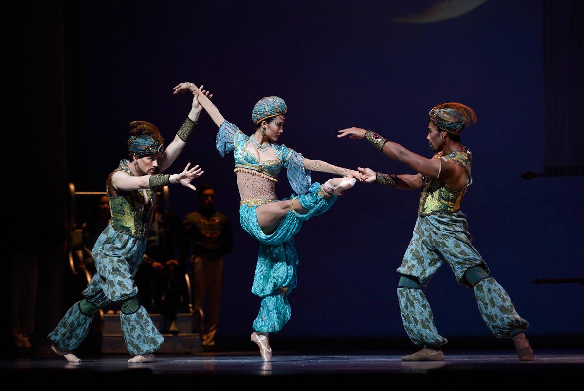San Francisco Ballet in Tomasson's Nutcracker.© Erik Tomasson. (Click image for larger version)