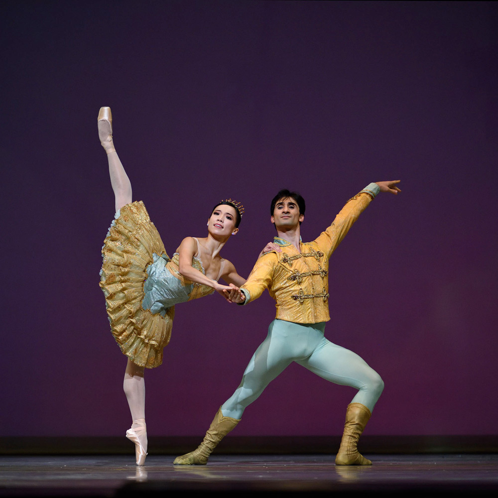 Frances Chung and Davit Karapetyan in Tomasson's Nutcracker.© Erik Tomasson. (Click image for larger version)