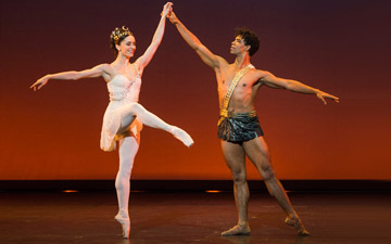 Marianela Núñez and Carlos Acosta in Diana and Actaeon.© Foteini Christofilopoulou. (Click image for larger version)