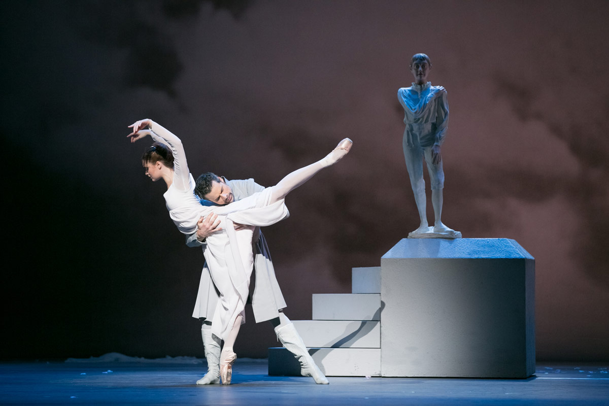 Hannah Fischer and Piotr Stanczyk in Wheeldon's The Winter's Tale.© Karolina Kuras. (Click image for larger version)