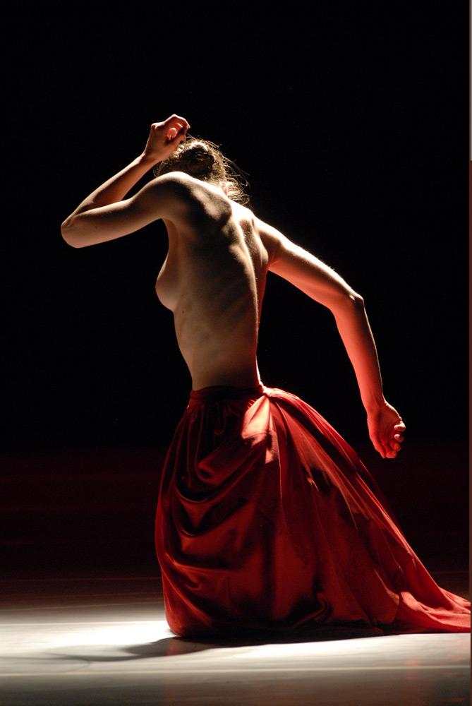 Lyon Opera Ballet in Bella Figura.© Michael Cavalca. (Click image for larger version)