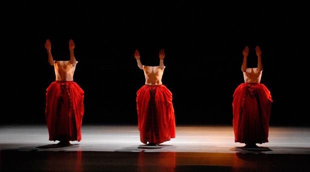 Lyon Opera Ballet in <I>Bella Figura</I>.<br />© Michael Cavalca. (Click image for larger version)