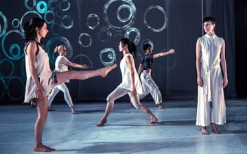 GERALDCASELDANCE in Splinters in Our Ankles.© Robbie Sweeny. (Click image for larger version)