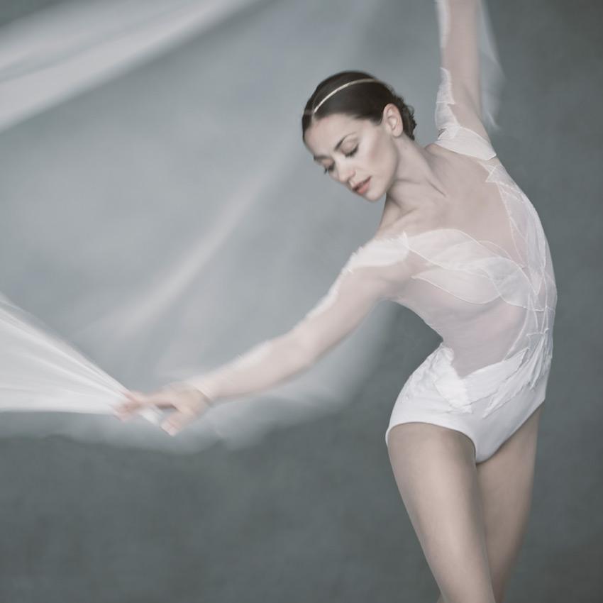 Sophie Martin for David Dawson's new Swan Lake for Scottish Ballet.© David Eustace. (Click image for larger version)