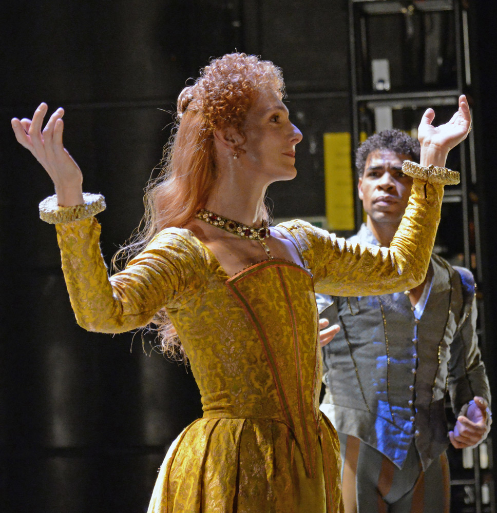 Zenaida Yanowsky and Carlos Acosta in Will Tuckett's <I>Elizabeth</I>.<br />© Dave Morgan, courtesy the Royal Opera House. (Click image for larger version)