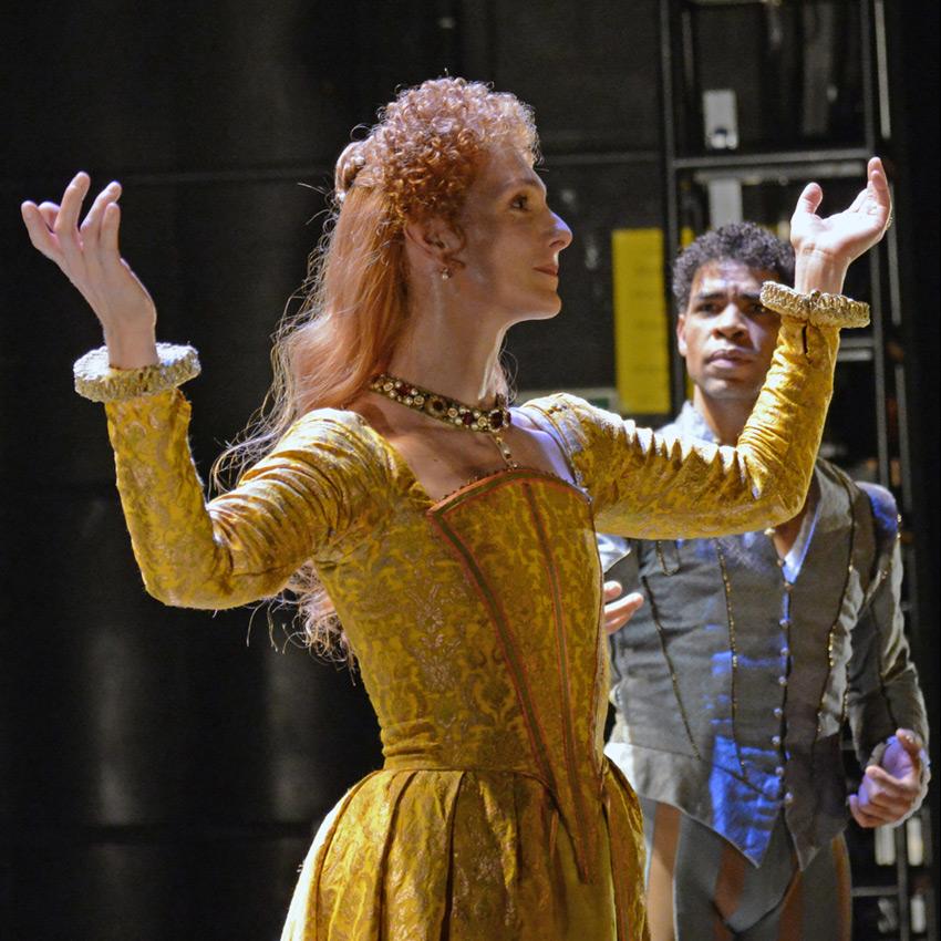 Zenaida Yanowsky and Carlos Acosta in Will Tuckett's Elizabeth.© Dave Morgan, courtesy the Royal Opera House. (Click image for larger version)