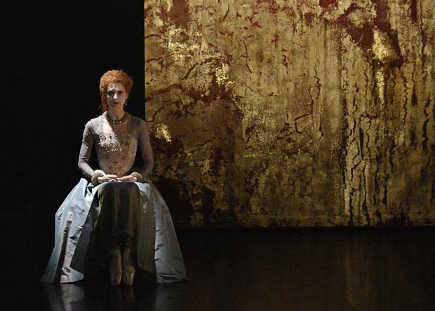 Zenaida Yanowsky in Will Tuckett's <I>Elizabeth</I>.<br />© Dave Morgan, courtesy the Royal Opera House. (Click image for larger version)