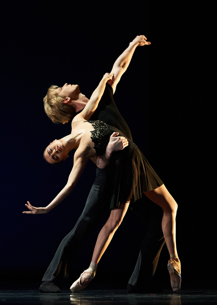Mathilde Froustey and Tiit Helimets in Tomasson's <I>7 For Eight</I>.<br />© Erik Tomasson. (Click image for larger version)