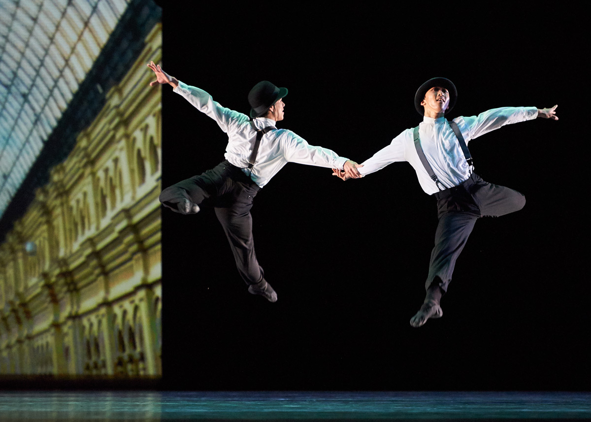 Esteban Hernandez and Wei Wang in Possokhov's <I>Magrittomania</I>.<br />© Erik Tomasson. (Click image for larger version)