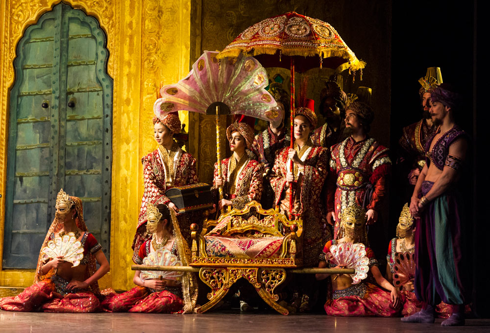 English National Ballet in <I>Le Corsaire</I>.<br />© Foteini Christofilopoulou. (Click image for larger version)