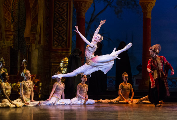 Ksenia Ovsyanick in <I>Le Corsaire</I>.<br />© Foteini Christofilopoulou. (Click image for larger version)