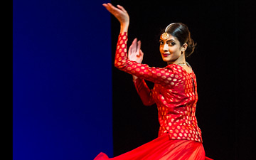 Vidya Patel in Khoj - The Search.© Foteini Christofilopoulou. (Click image for larger version)