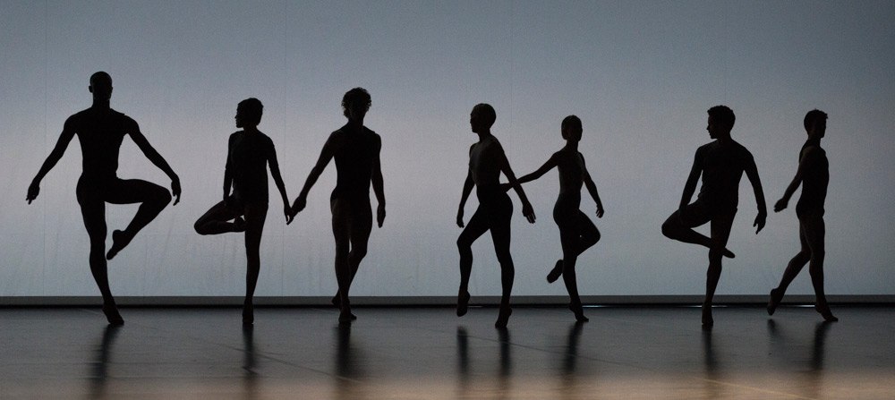 Company Wayne McGregor in Outlier.© Foteini Christofilopoulou. (Click image for larger version)