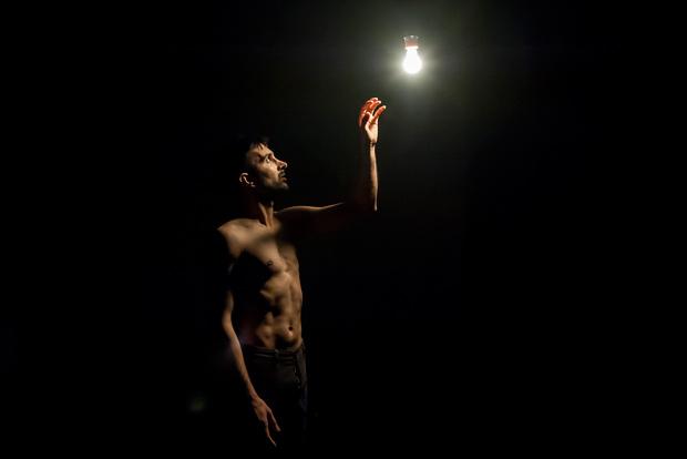 Subhash Viman in <I>Shan</I>.<br />© Lidia Crisafulli. (Click image for larger version)