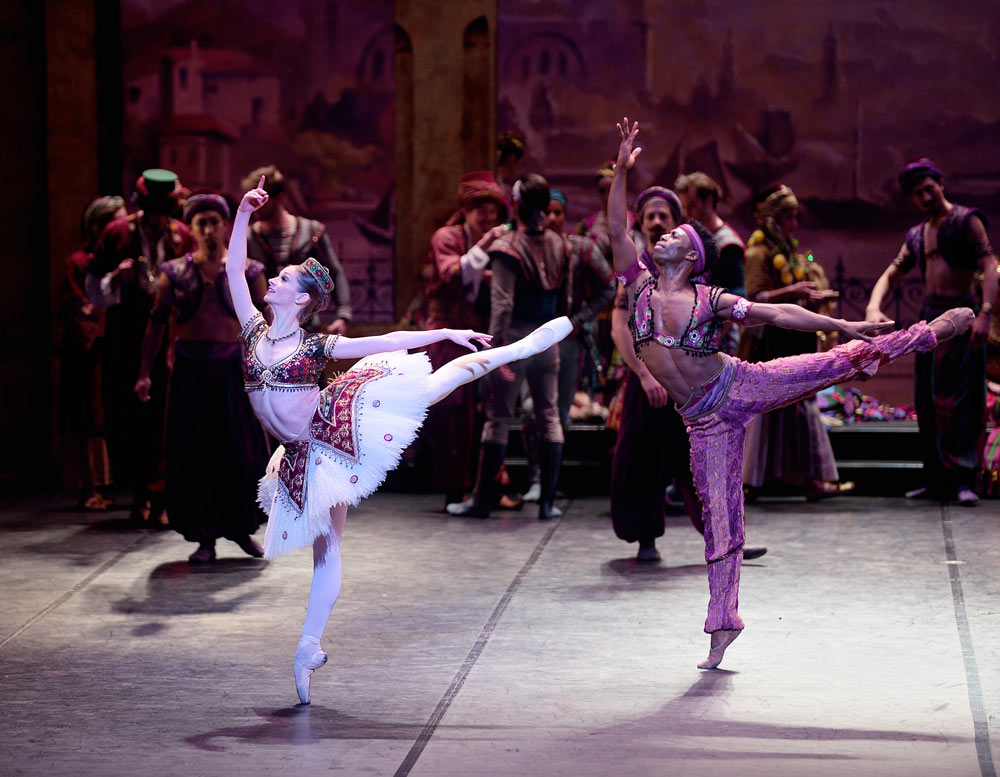 Laurretta Summerscales and Brooklyn Mack in <I>Le Corsaire</I>.<br />© Laurent Liotardo. (Click image for larger version)