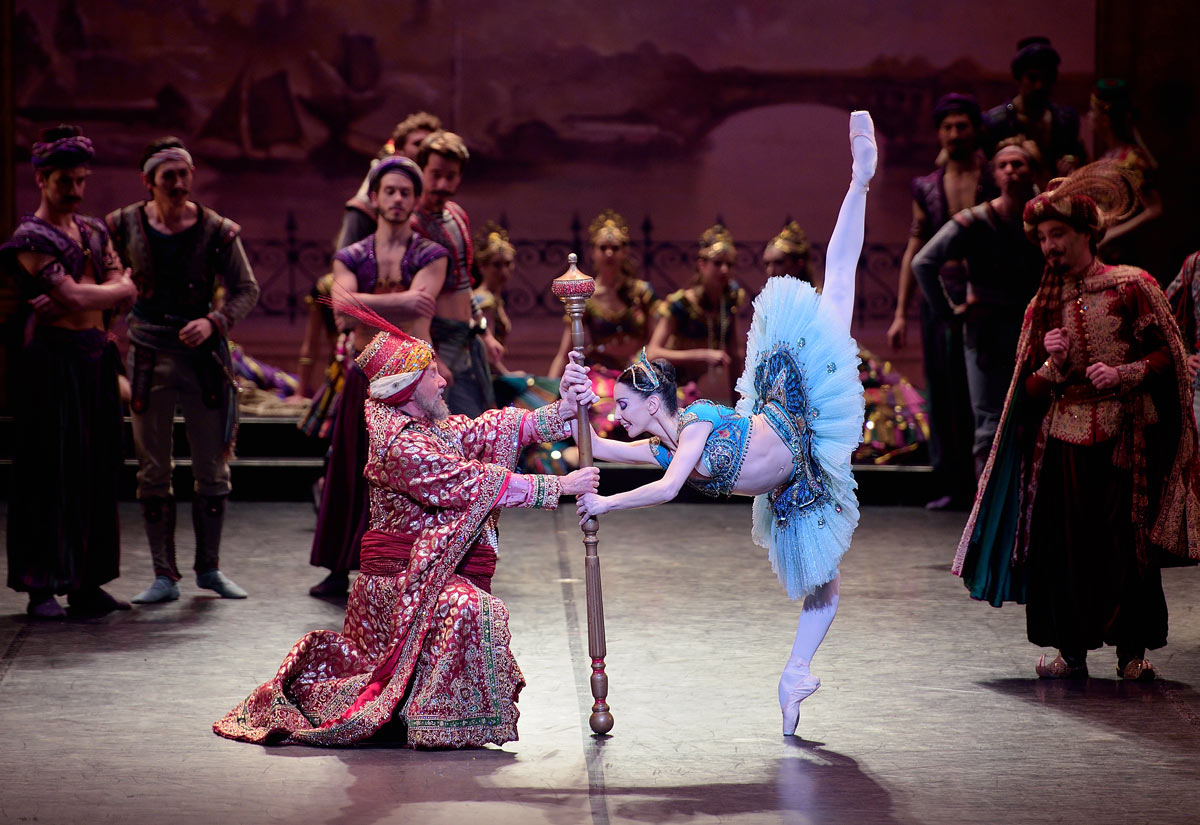 Tamara Rojo and Michael Coleman in <I>Le Corsaire</I>.<br />© Laurent Liotardo. (Click image for larger version)