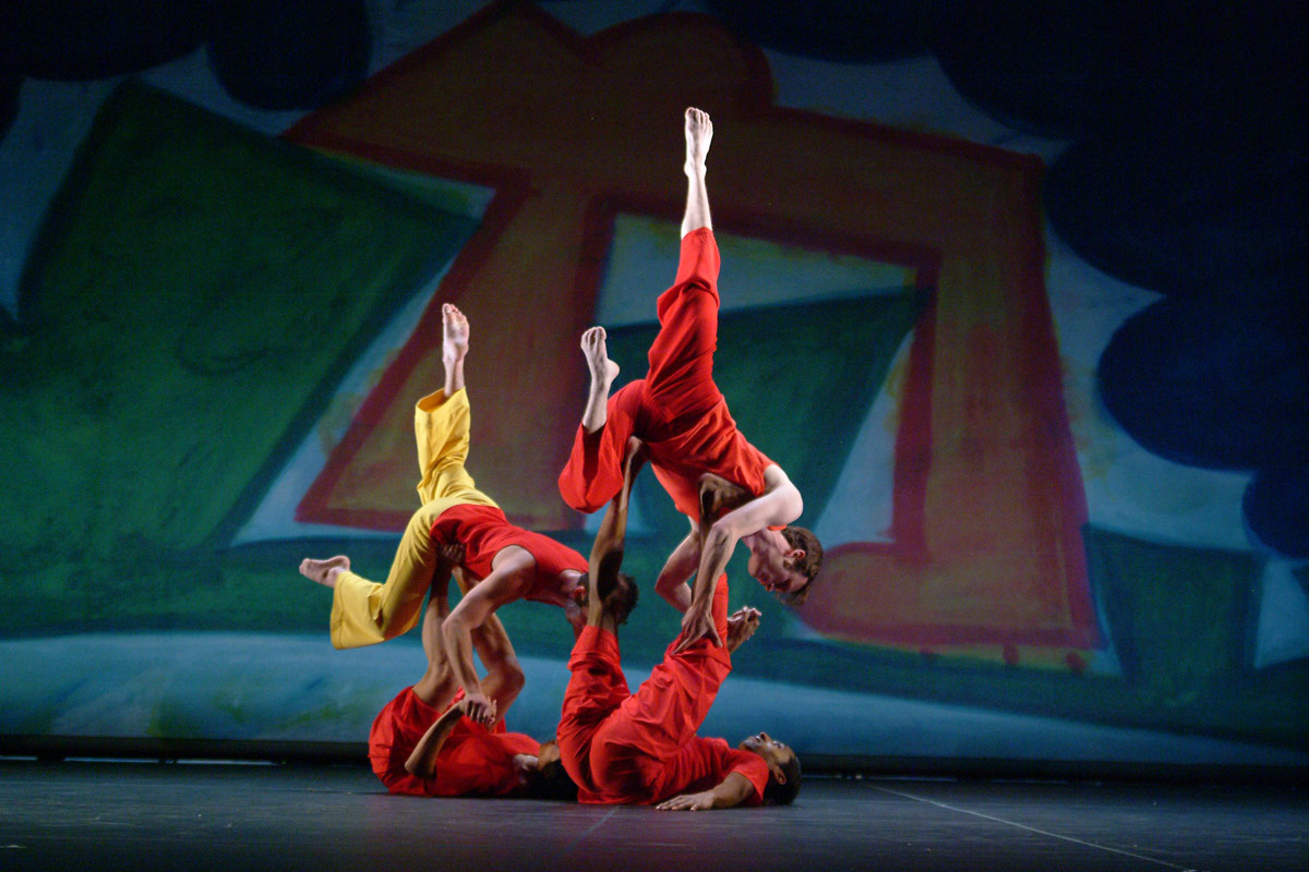 Trisha Brown Dance Company in Present Tense.© Nan Melville. (Click image for larger version)