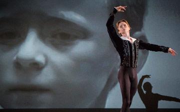 Daniil Simkin in Alexander Ekman's Simkin and the Stage.© Yi-Chun Wu. (Click image for larger version)