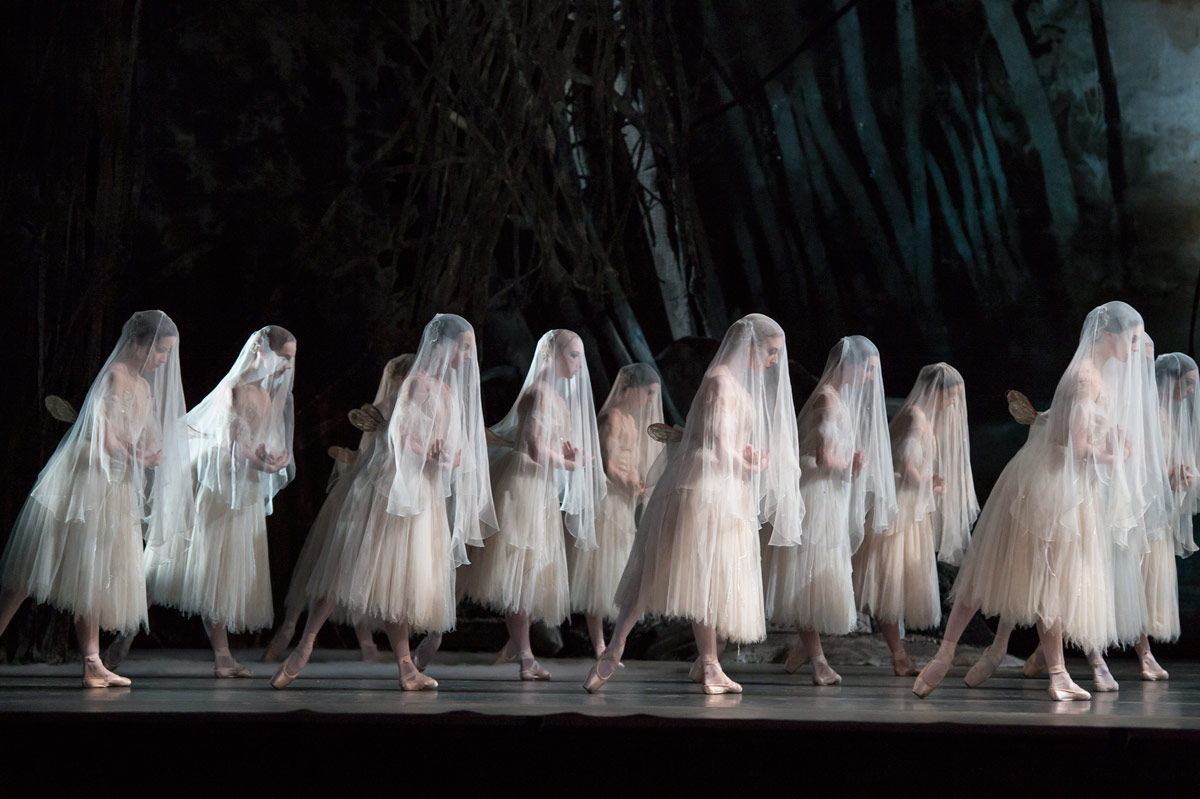 The Royal Ballet in <I>Giselle</I>.<br />© Bill Cooper, courtesy the Royal Opera House. (Click image for larger version)