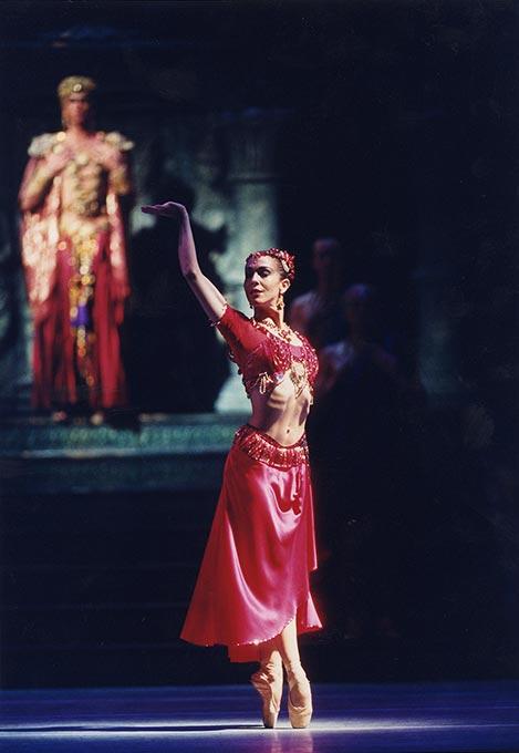 Laura Morera in <I>La Bayadere</I>.<br />© Bill Cooper, courtesy the Royal Opera House. (Click image for larger version)