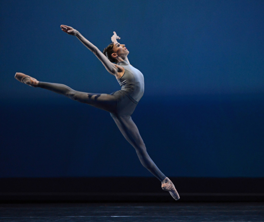 Itziar Mendizabal in After the Rain.© Dave Morgan, courtesy the Royal Opera House. (Click image for larger version)