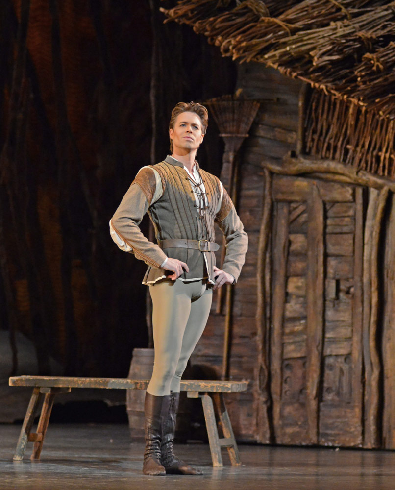 Matthew Golding in Giselle.© Dave Morgan, courtesy the Royal Opera House. (Click image for larger version)