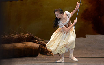 Natalia Osipova in Giselle.© Dave Morgan, courtesy the Royal Opera House. (Click image for larger version)