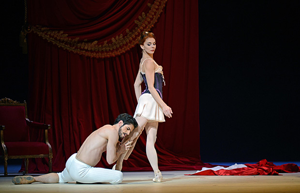 Federico Bonelli and Natalia Osipova in <I>Strapless</I>.<br />© Dave Morgan, courtesy the Royal Opera House. (Click image for larger version)
