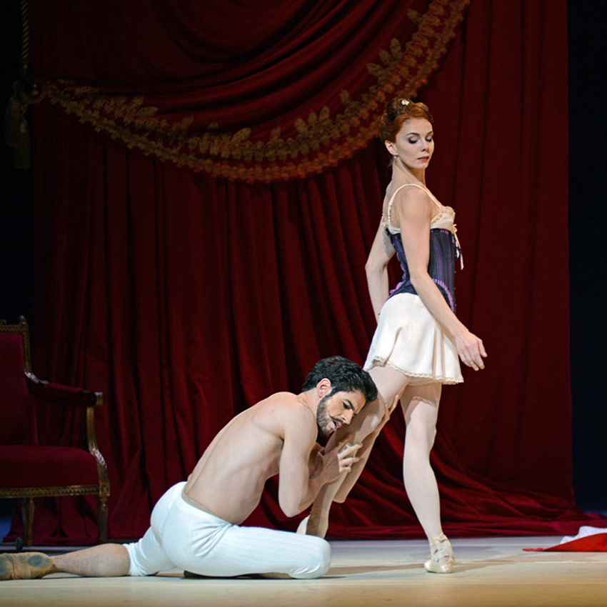 Federico Bonelli and Natalia Osipova in Strapless.© Dave Morgan, courtesy the Royal Opera House. (Click image for larger version)