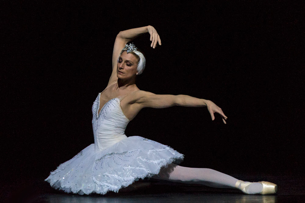 Zenaida Yanowsky in The Dying Swan.© Foteini Christofilopoulou. (Click image for larger version)