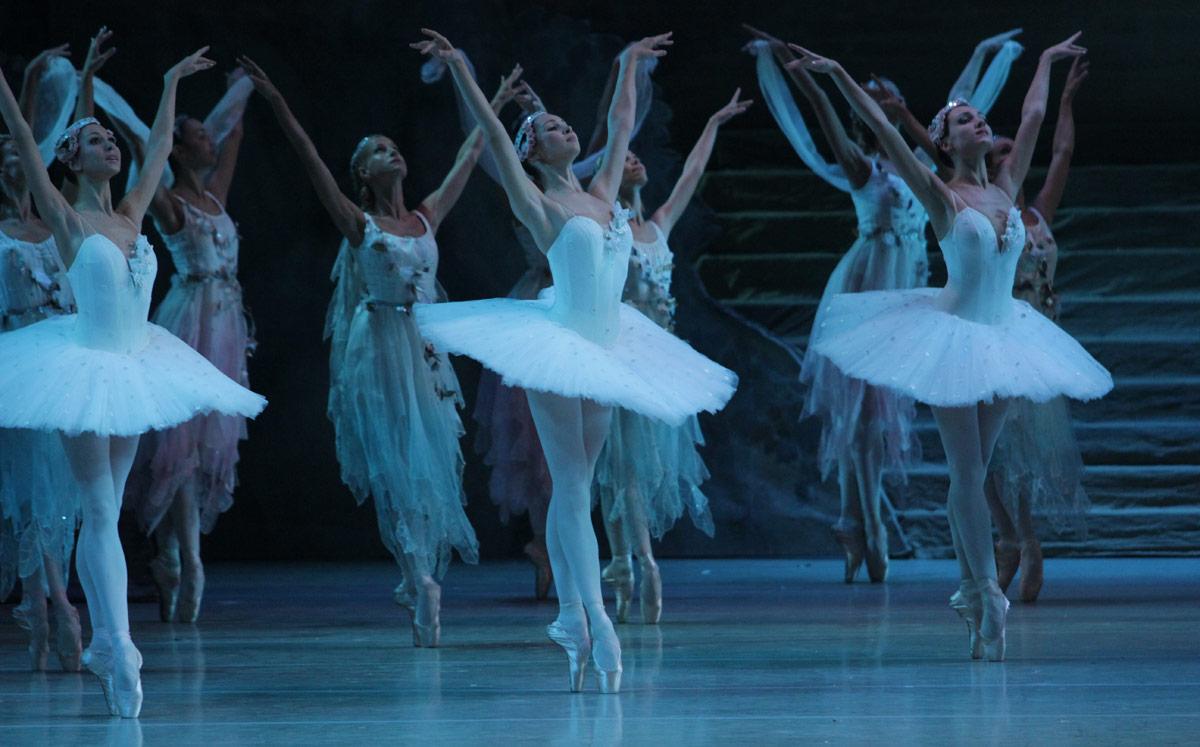 Mariinsky Ballet in <I>Raymonda</I>.<br />© Natasha Razina. (Click image for larger version)