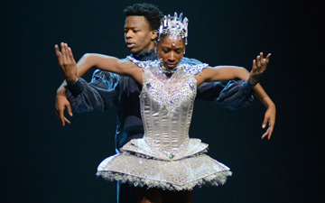 Cira Robinson and Mthuthuzeli November in Arthur Pita's Cristaux.© Dave Morgan. (Click image for larger version)