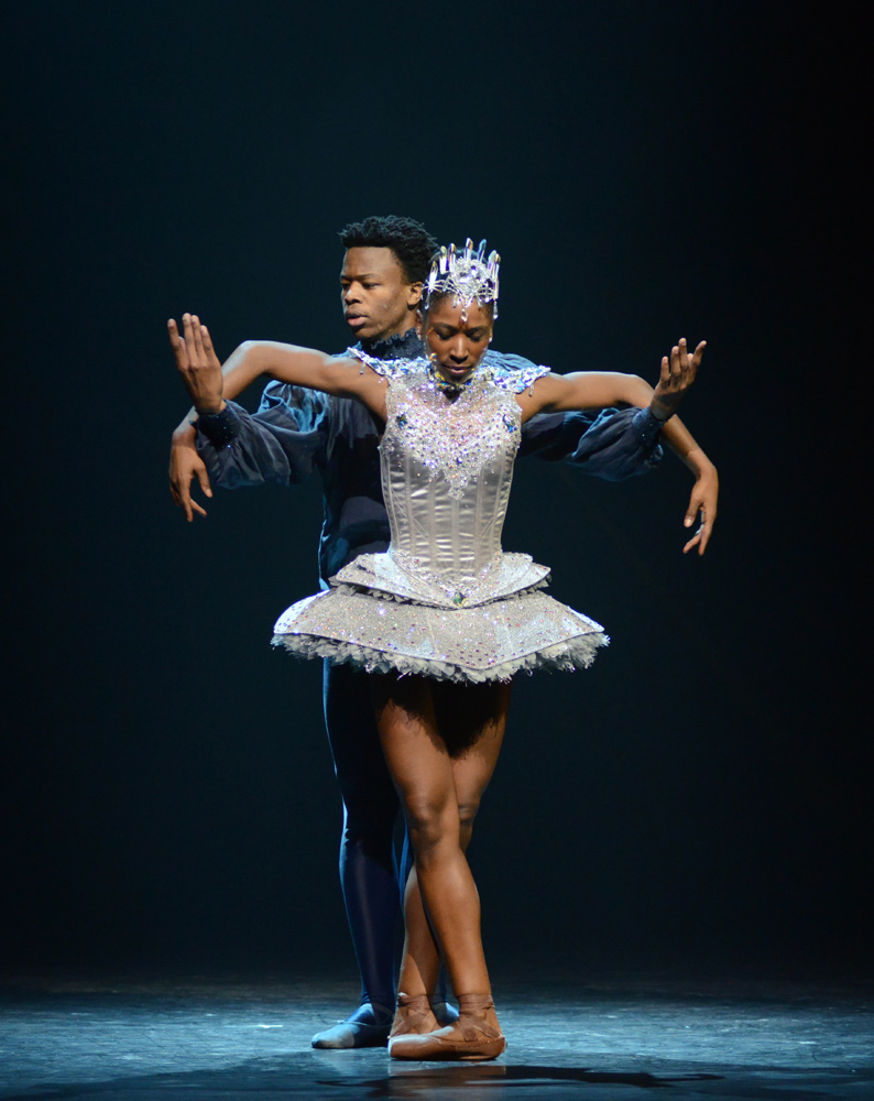 Cira Robinson and Mthuthuzeli November in Arthur Pita's <I>Cristaux</I>.<br />© Dave Morgan. (Click image for larger version)