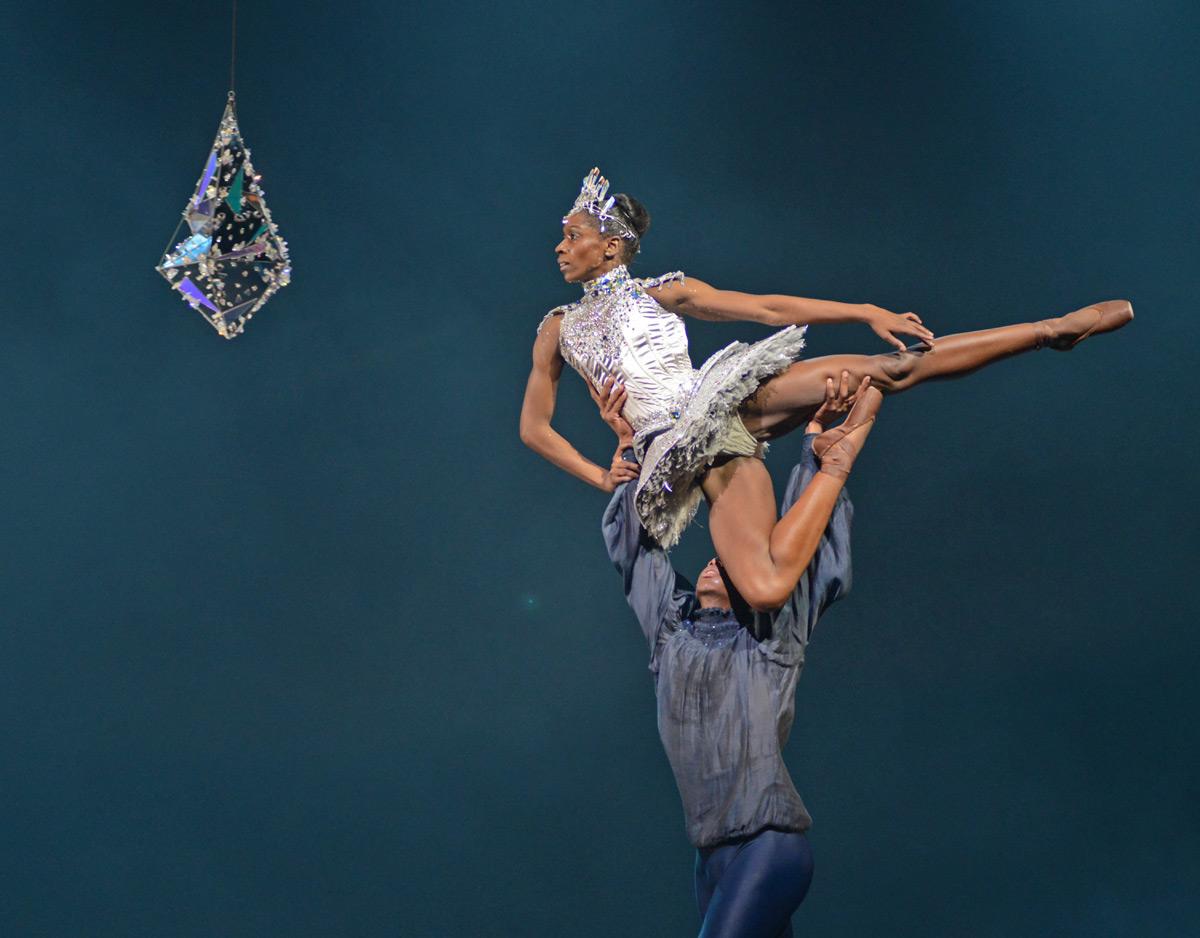 Cira Robinson and Mthuthuzeli November in Arthur Pita's Cristaux.© Dave Morgan. (Click image for larger version)
