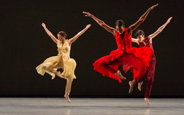 Richard Alston Dance Company in An Italian in Madrid.© Foteini Christofilopoulou. (Click image for larger version)