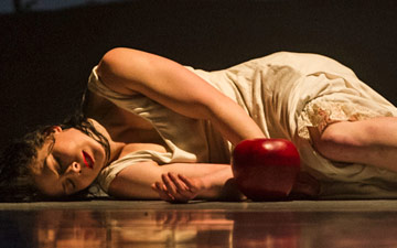 Natalie Trewinnard in Snow White.© Foteini Christofilopoulou. (Click image for larger version)