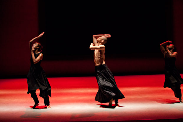 Akram Khan Company in Kaash.© Louis Fernandez. (Click image for larger version)