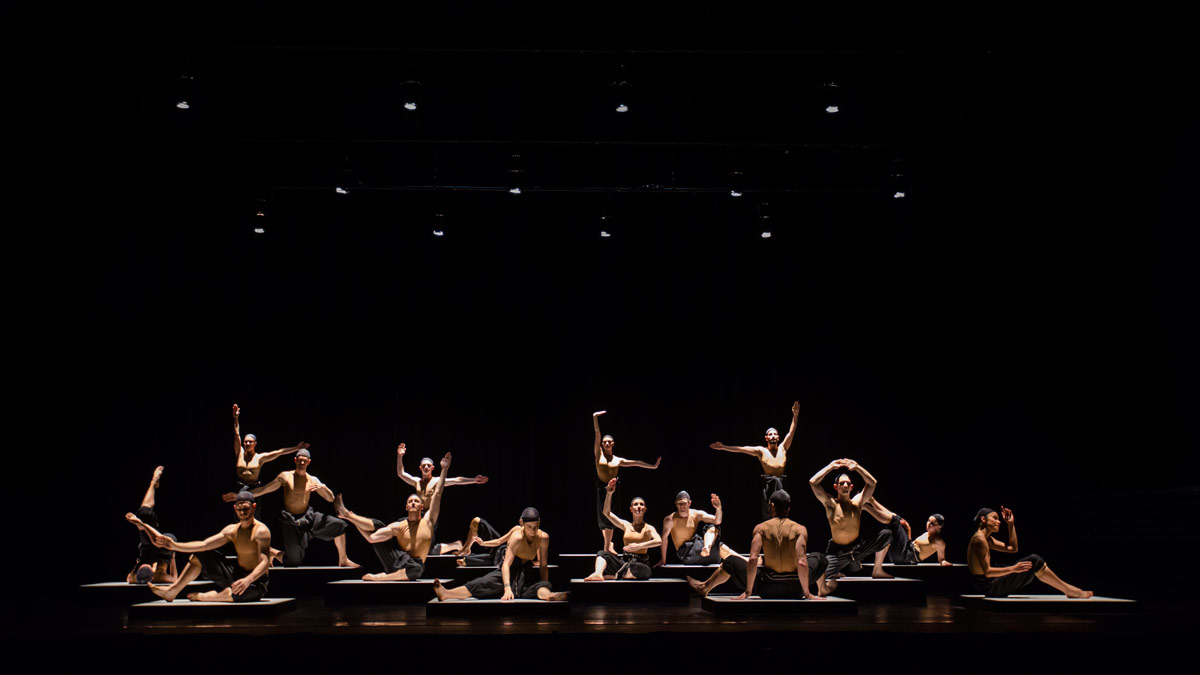 Sydney Dance Company in Ekman's Cacti.© Peter Greig. (Click image for larger version)