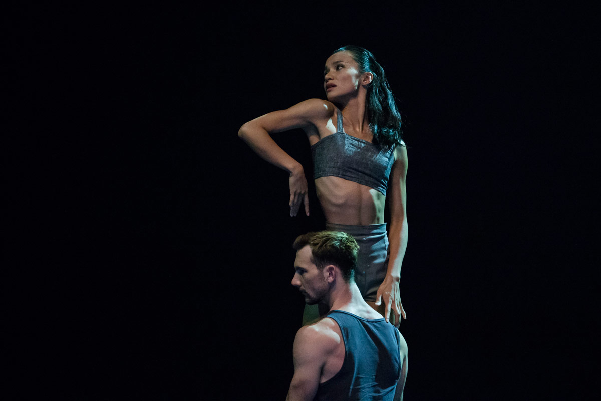 Charmene Yap and Todd Sutherland in Bonachela's Lux Tenebris.© Peter Greig. (Click image for larger version)