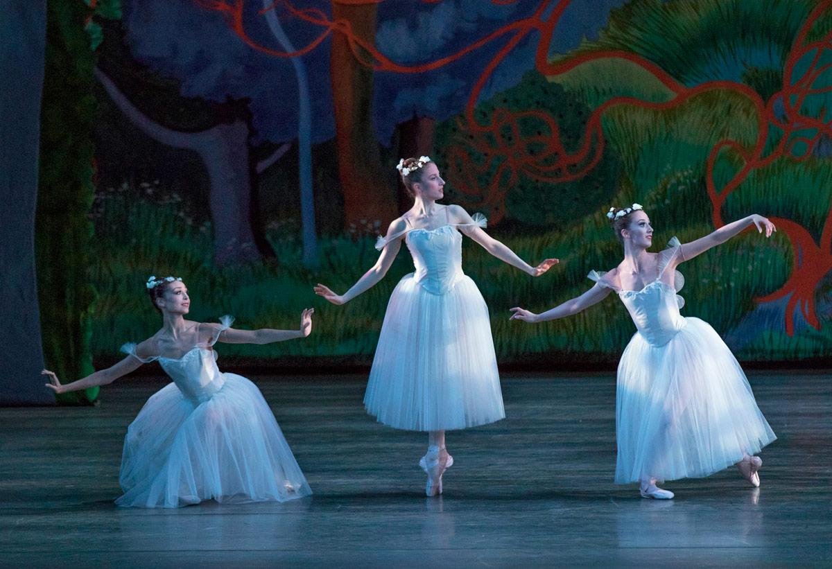 New York City Ballet in Peter Martins' staging of August Bournonville's La Sylphide.© Paul Kolnik. (Click image for larger version)