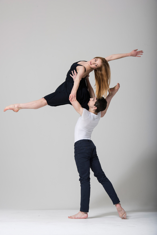 Seren Williams and Joseph Vaughan in Leanne King's <I>Insinuare</I>.<br />© Bill Cooper. (Click image for larger version)