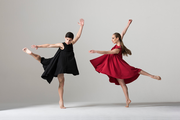 Mark Samaras and Mia Labuschagne in Sharon Watson's <I>Repetition (2) Change</I>.<br />© Bill Cooper. (Click image for larger version)