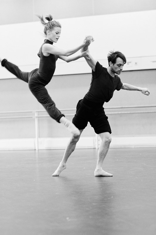 Rambert's Hannah Rudd and Luke Ahmet in the studio working on Ludovic Ondiviela's Sliver of Sky.© Christine Kreiselmaier. (Click image for larger version)