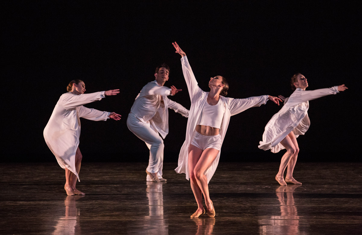 Miami City Ballet Sweet Fields.Choreography by Twyla Tharp, © Twyla Tharp.© Daniel Azoulay. (Click image for larger version)