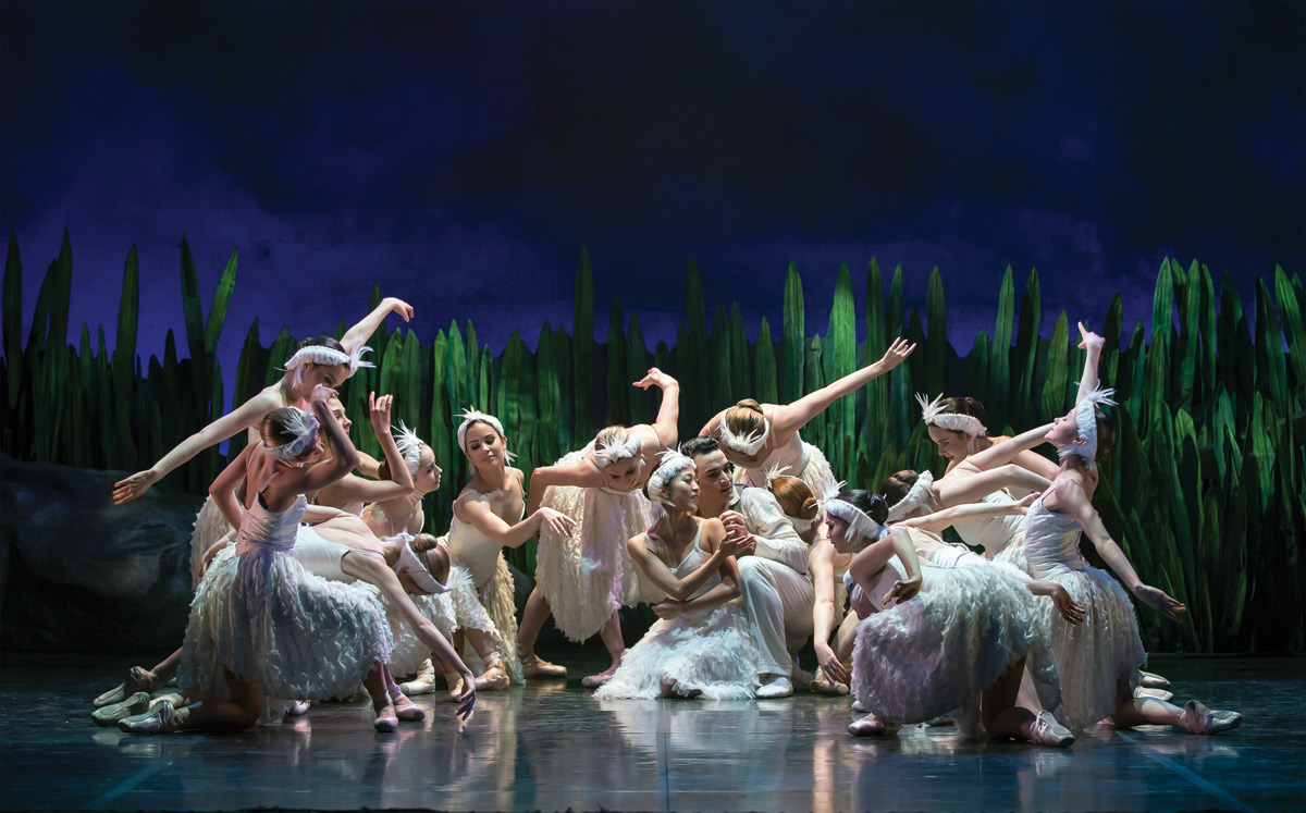 Northern Ballet in Swan Lake.© Emma Kauldhar. (Click image for larger version)