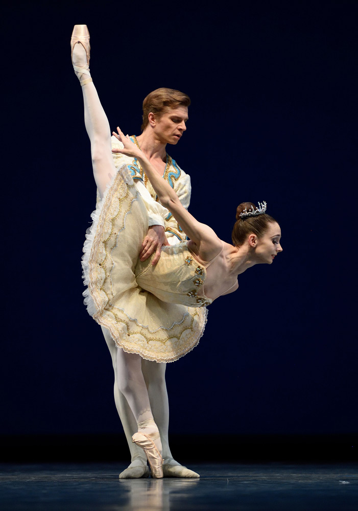Maria Kochetkova and Gennadi Nedvigin in Balanchine's <I>Theme and Variations</I>.<br />© Erik Tomasson. (Click image for larger version)