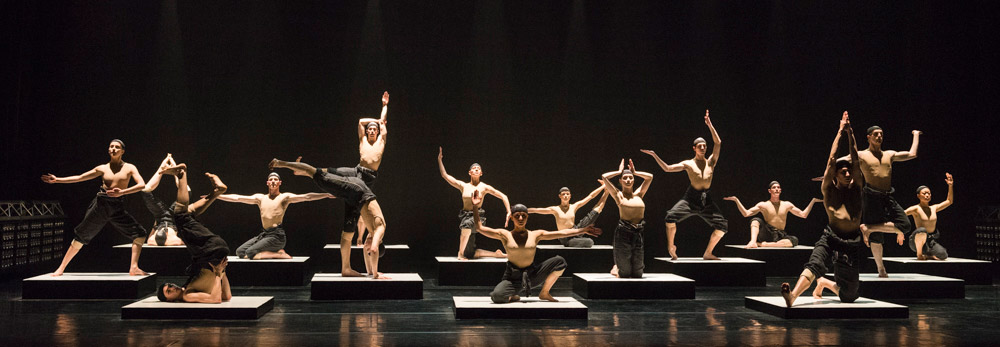 NDT2 in Alexander Ekman's Cacti.© Foteini Christofilopoulou. (Click image for larger version)
