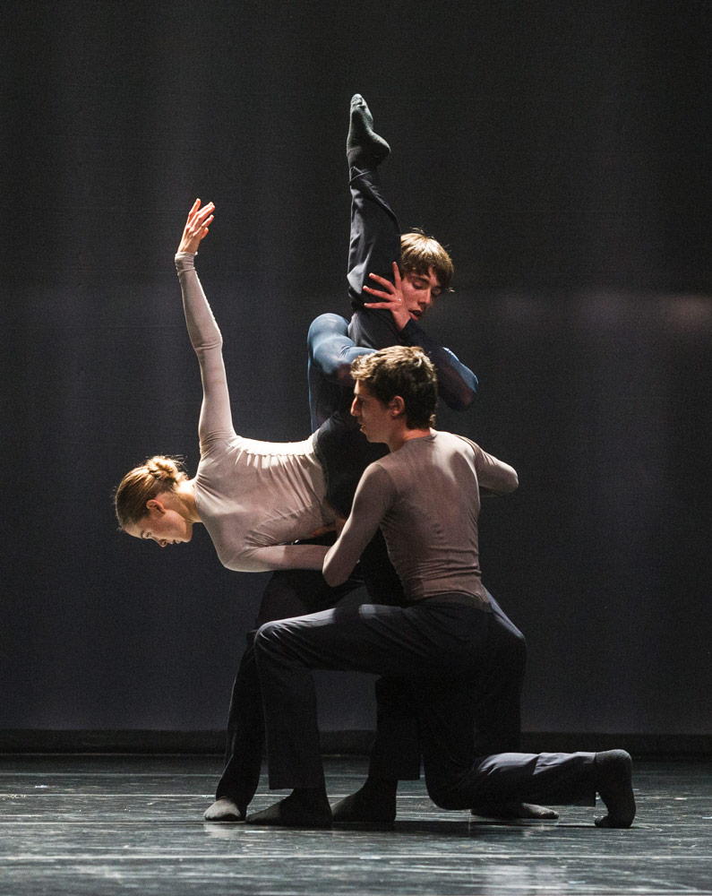 Alice Godfrey, Miguel Duarte and Helias Tur-Dorvault Edward Clug's mutual comfort.© Foteini Christofilopoulou. (Click image for larger version)