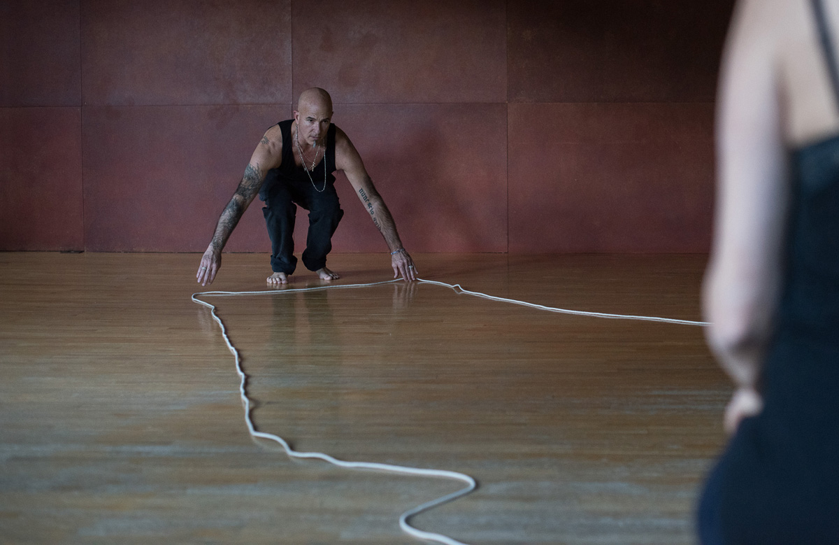 Janine Antoni, Anna Halprin, Stephen Petronio, Rope Dance, 2015. Photograph and © Hugo Glendinning. Courtesy of the artists and The Fabric Workshop and Museum, Philadelphia. (Click image for larger version)