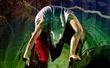 Motionhouse in Broken.© Katja Ogrin. (Click image for larger version)